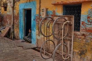 Agra Begegnung in der Gasse